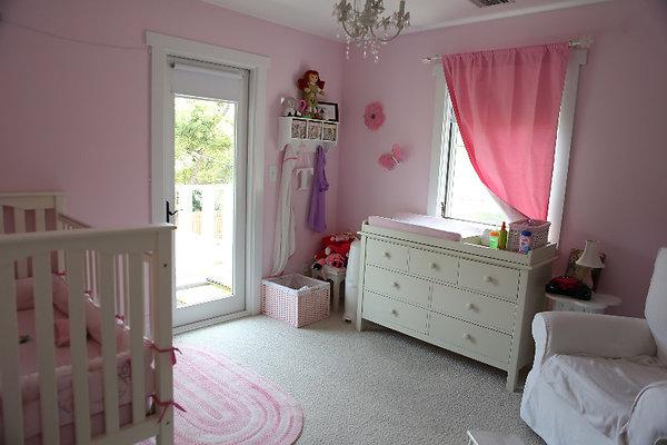 EWLOC 057 UpstairsKidsroom1
