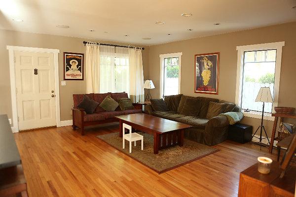 EWLOC 038 Livingroom1