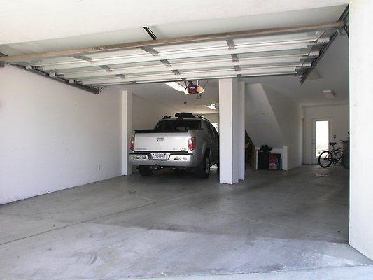 5250 garage
