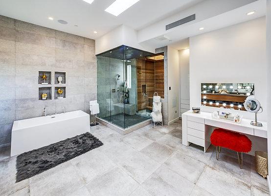 ewllocationsincMaster Bath 2